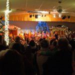 Der Kinderchor singt zum Weihnachtsmarkt