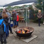 Ein wärmendes Feuer in kalter Jahreszeit auf dem Weihnachtsmarkt